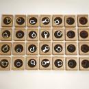 Ringen voor om de vinger in doosjes van beukenhout en vilt